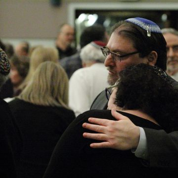 Dayton Jewish community commemorates victims of Pittsburgh synagogue shooting