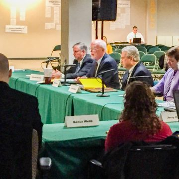 Faculty Senate votes no confidence in Board of Trustees