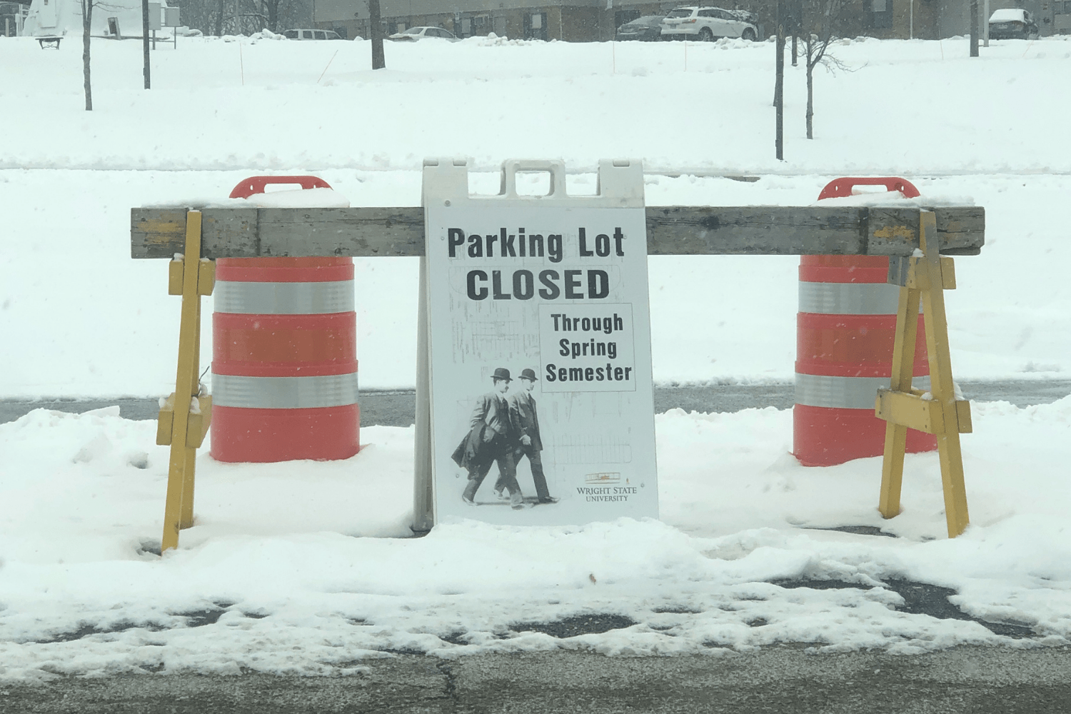 Parking lot closed sign | Photo by Grace Ramsdell | The Wright State Guardian